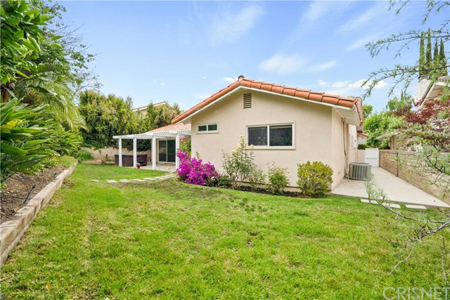 30. 1097 Finrod Court Westlake Village, CA 91361