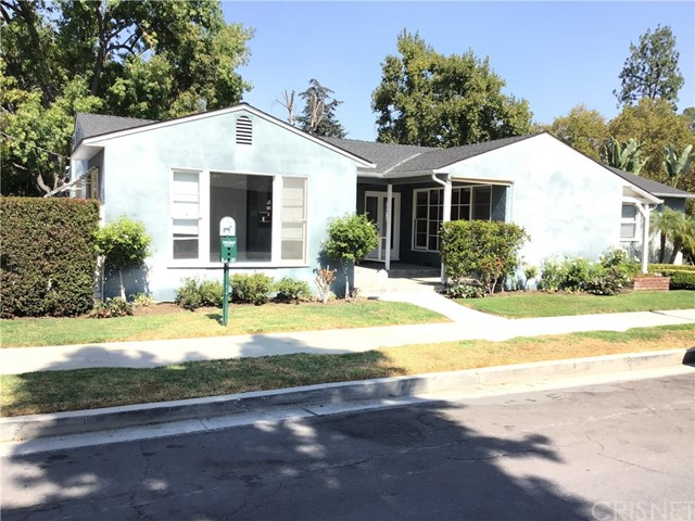 Remodeled, 1 bedroom 1 bath, New Quartz counters, white shaker style cabinets, Glass backsplash, new vinyl floor (Look like wood plank), light and bright, new 6 panel interior doors. Close to shopping, bus line, beach and walk to Woodland Hills Elementary. Central heat and air, new stove/oven.