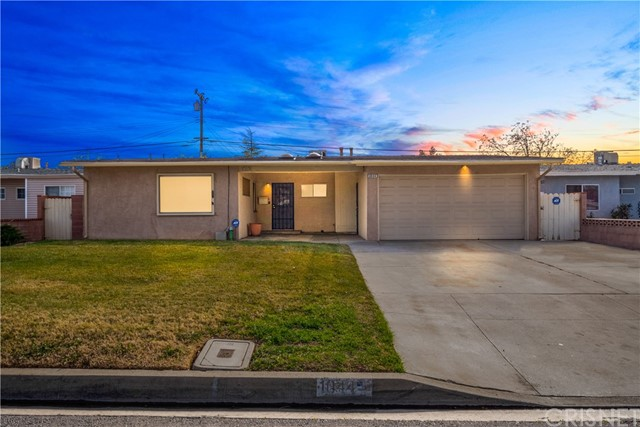 1044 W Avenue J13, Lancaster, CA 93534