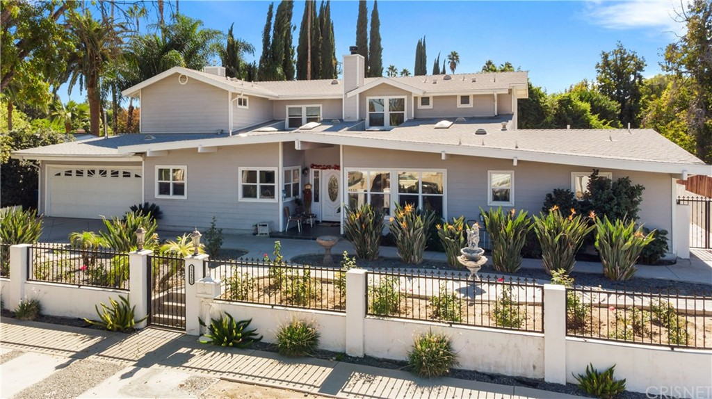 Photo of 22450 COLLINS Street, Woodland Hills, CA 91367