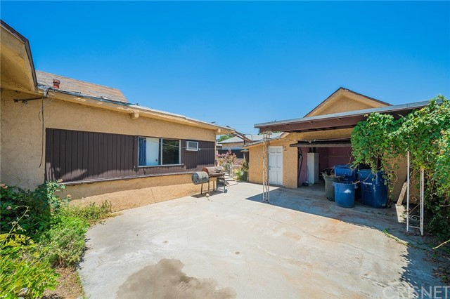 18. 1037 Mott Street San Fernando, CA 91340
