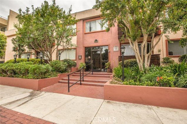 5349 Newcastle Avenue 33, Encino, CA 91316