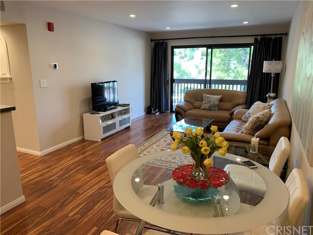 Photo of 22100 Burbank #204A, Woodland Hills, CA 91367