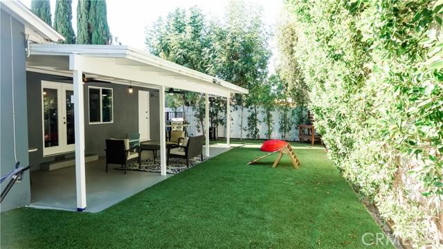 17. 5338 Garden Grove Avenue Tarzana, CA 91356