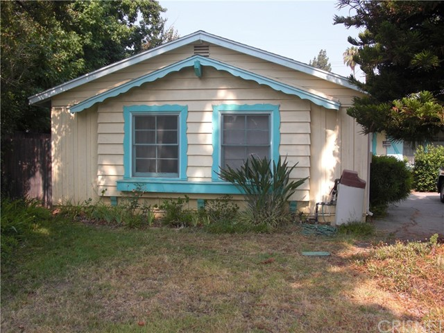 Great West Hills Fixer!! With a little work this 3 bedroom, 2 bathroom 1358 sq ft home could be great! This property is located in a cul-de sac on a large 11,604 sq ft private lot with a pool, garden area, and much, much more. Located close to schools, shopping and the 101 and 118 freeways this home could be just what the handy man or contractor dreams about! Property is in disrepair and will not qualify for most financing. Garage was converted to living space and may not be permitted.
