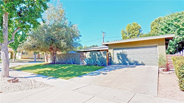25105 Highspring Avenue, Newhall, CA 91321