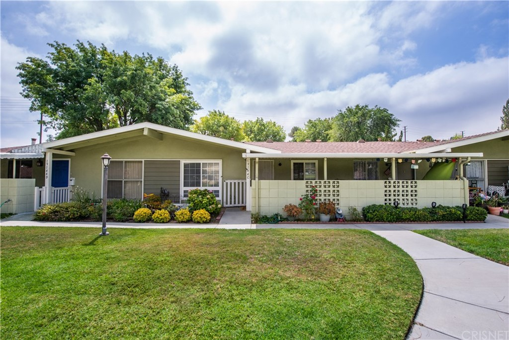 19144     Avenue Of The Oaks     C, Newhall CA 91321
