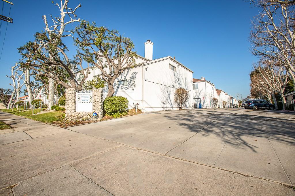 16857 San Fernando Mission Boulevard 33, Granada Hills, CA 91344