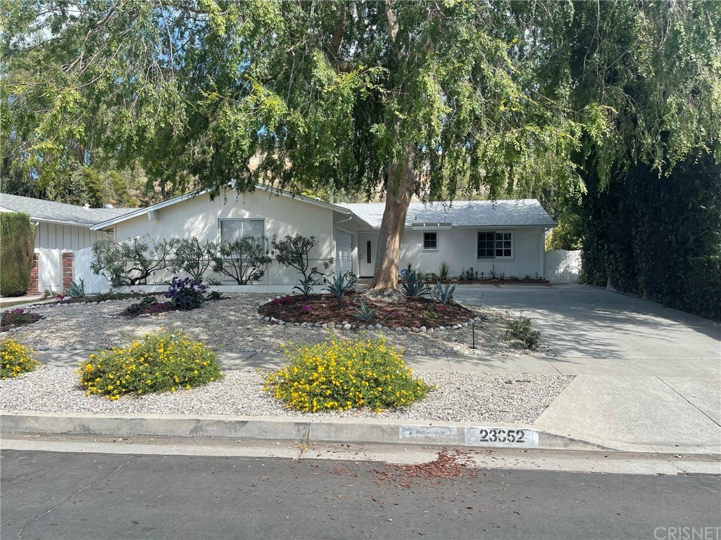 23352     Erwin Street, Woodland Hills CA 91367