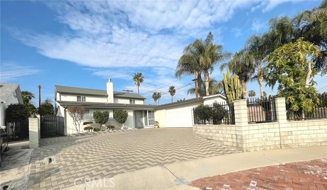 Photo of 17253 Victory Boulevard, Lake Balboa, CA 91406