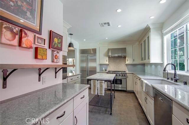 7. 5521 Van Noord Avenue Sherman Oaks, CA 91401