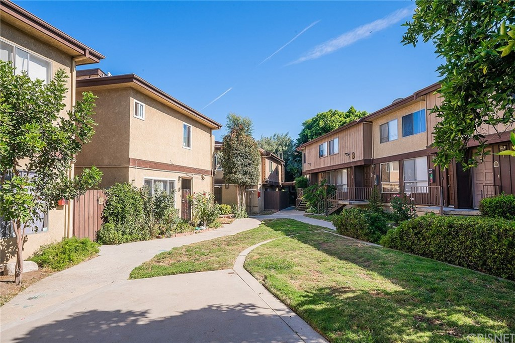 Photo of 7301 LENNOX Avenue #E08, Van Nuys, CA 91405