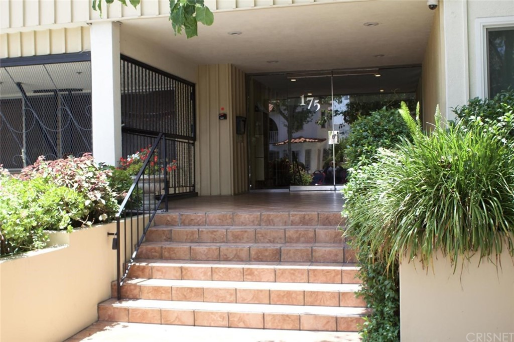 Photo of 175 NORTH SWALL DRIVE #104, Beverly Hills, CA 90211