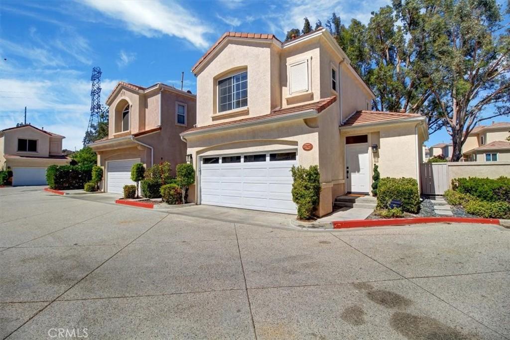 27923     Crown Court Circle   101, Valencia CA 91354