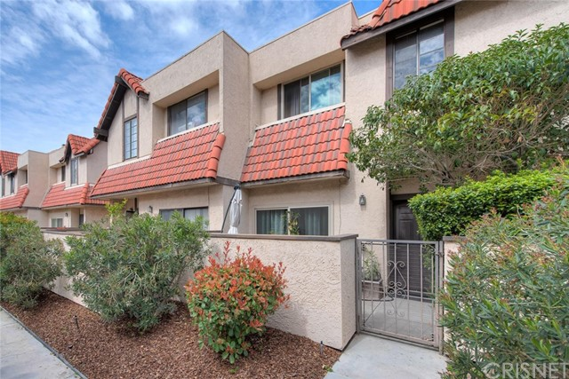 27627 Nugget Drive 2, Canyon Country, CA 91387