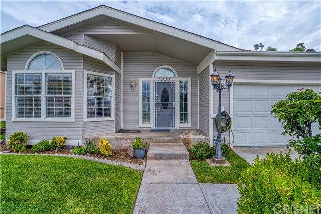 Photo of 20049 Northcliff Dr, Canyon Country, CA 91351