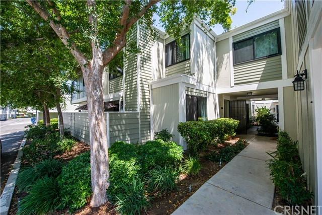 27067 Crossglade Avenue 4, Canyon Country, CA 91351