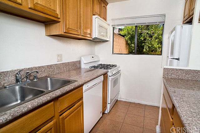 15053 Chatsworth St, Mission Hills (San Fernando), CA 91345 Photo 4