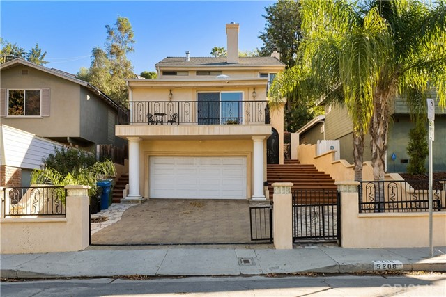 Photo of 5208 Don Pio Drive, Woodland Hills, CA 91364