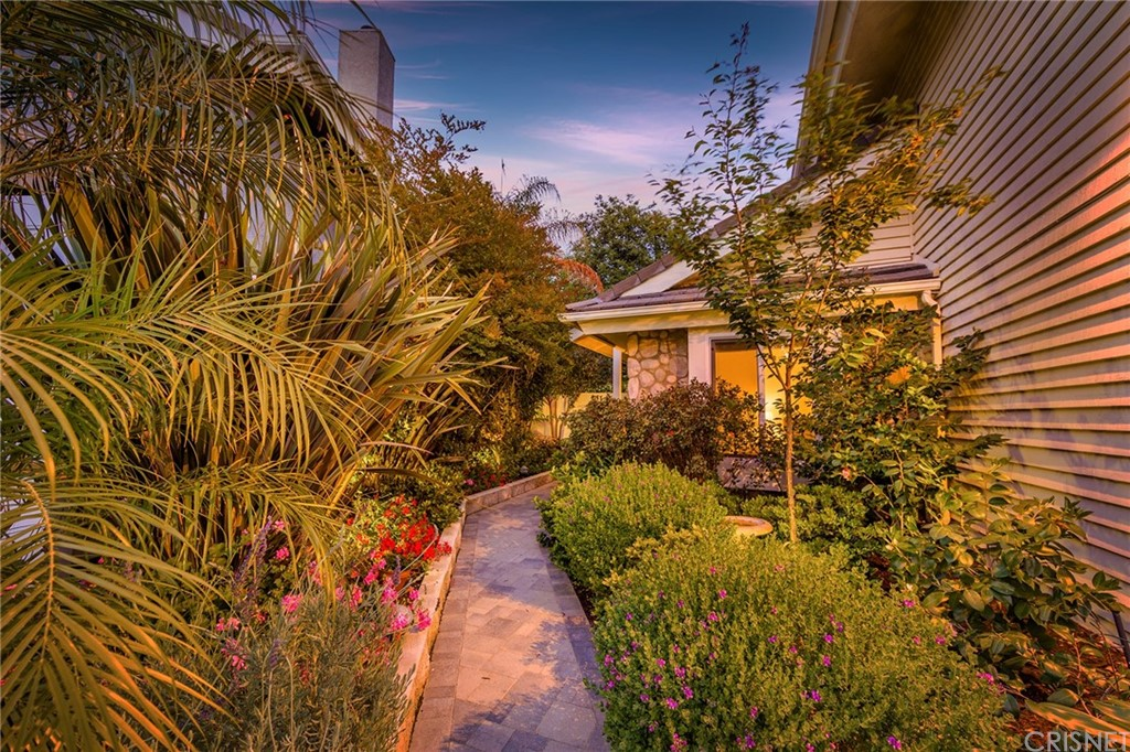 384     Alder Springs Drive, Oak Park CA 91377