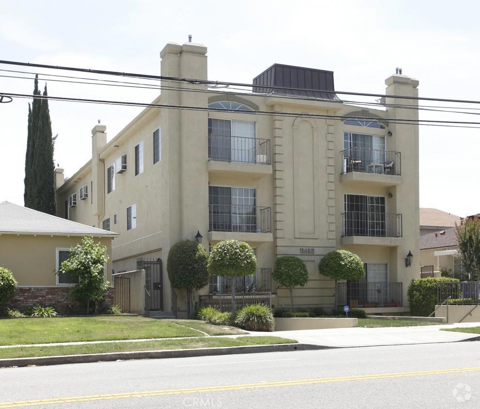 Photo of 11482 MOORPARK Street #08, Studio City, CA 91602