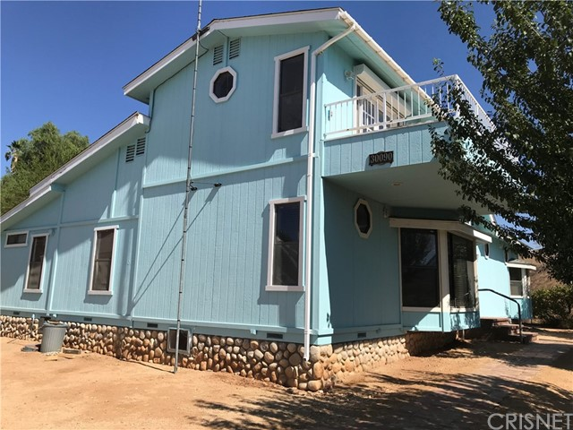 30090 Briggs Road, Agua Dulce CA: https://media.crmls.org/mediascn/f39bf06d-592b-48be-8f6a-385f1c5835c1.jpg