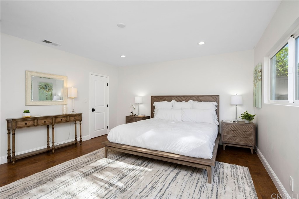 Downstairs Master Bedroom with Walk In Closet and Ensuite Bathroom