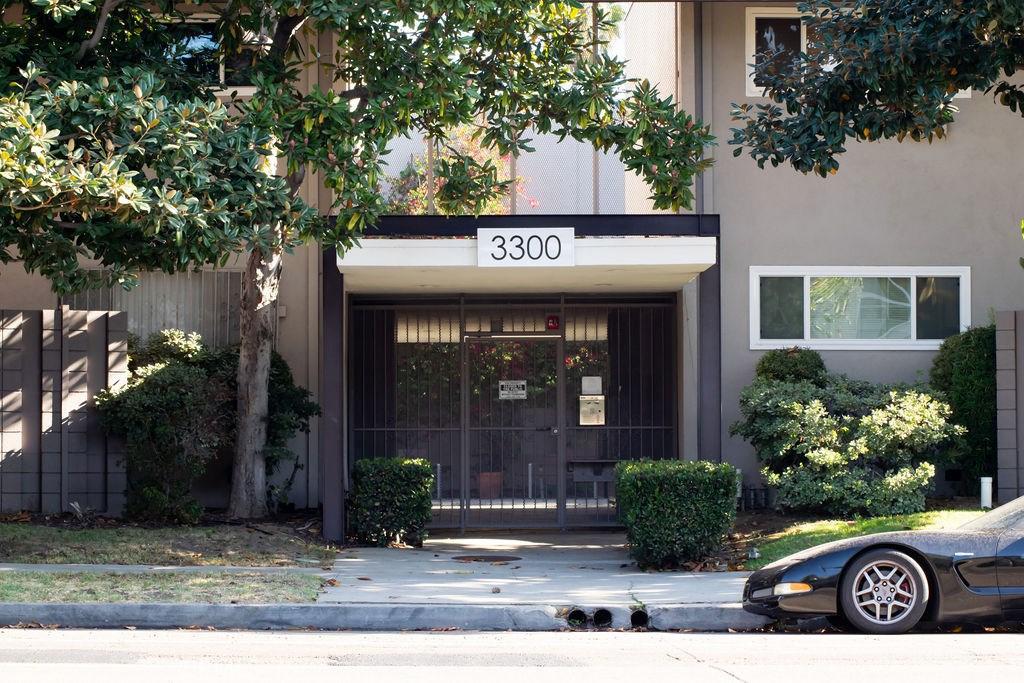 Photo of 3300 South SEPULVEDA Boulevard #F3, Los Angeles, CA 90034