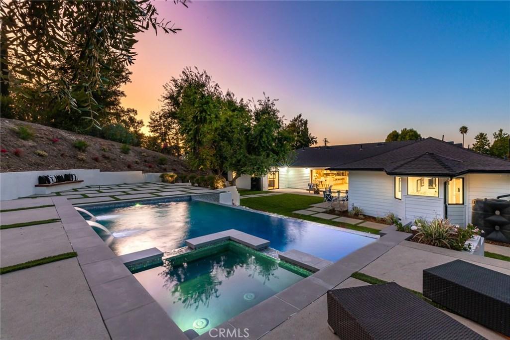 Photo of 23312 ERWIN Street, Woodland Hills, CA 91367