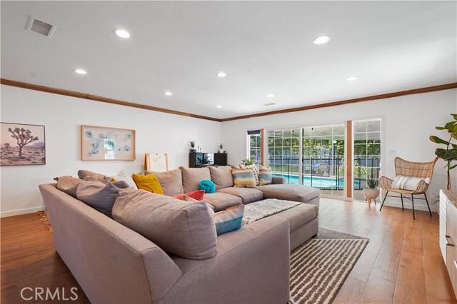 16. 5537 Bevis Avenue Sherman Oaks, CA 91411