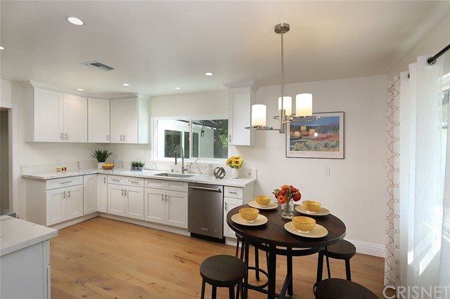 5716 Mammoth Avenue, Valley Glen, CA 91401