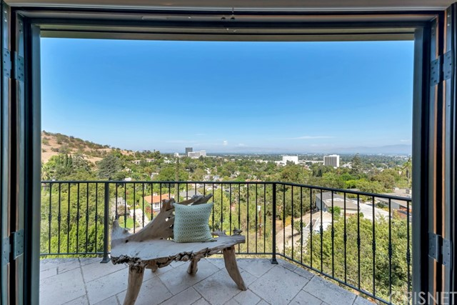Photo of 14711 Round Valley Drive, Sherman Oaks, CA 91403