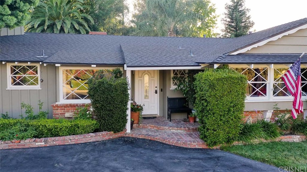 Photo of 6123 WOODLAKE Avenue, Woodland Hills, CA 91367
