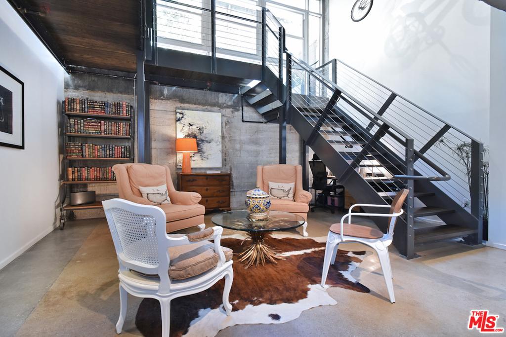 e Comfortable Den / Library...