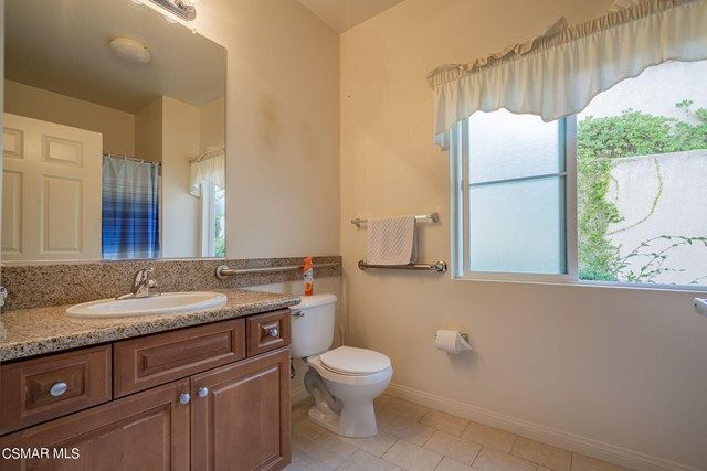 25. 461 Country Club Drive #111 Simi Valley, CA 93065