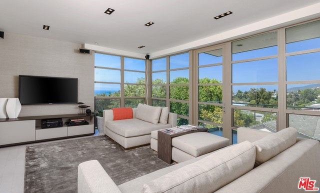 870 HAVERFORD Avenue 202, Pacific Palisades, CA 90272