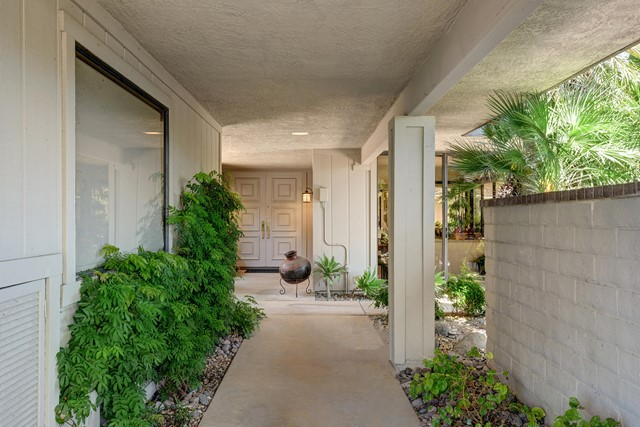 FRONT ENTRY WALK MLS