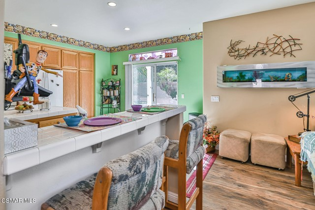 19. 215 Southcrest Place Simi Valley, CA 93065