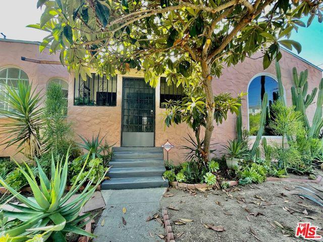 5709 Ensign Avenue, North Hollywood CA: https://media.crmls.org/mediaz/030BFF52-71E4-4D5A-8A89-C622F3CE8866.jpg
