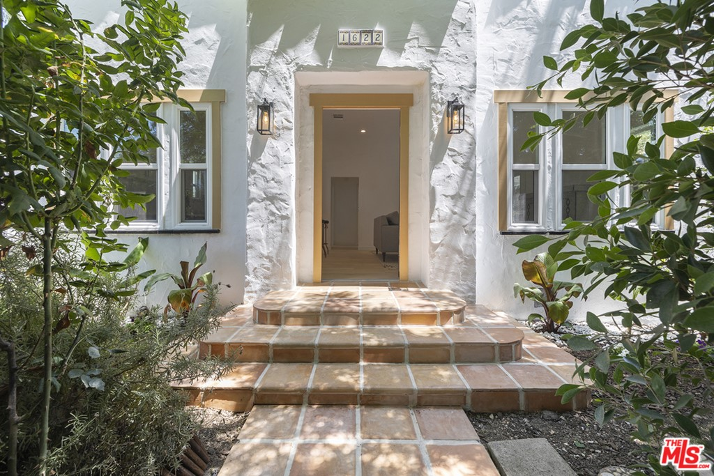 1622     Alvira Street, Los Angeles CA 90035