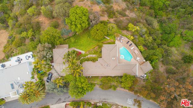 39. 1000 Stradella Road Los Angeles, CA 90077