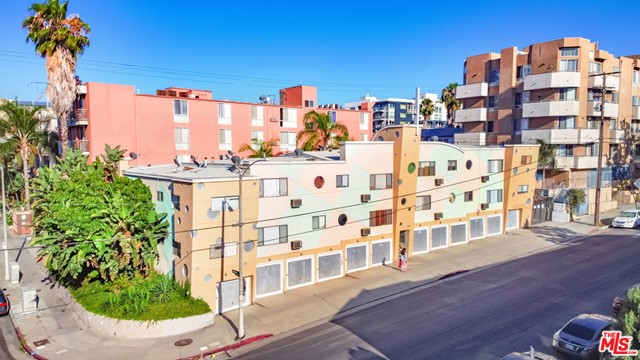 JUST REDUCED $50,000! 686 S St Andrews Pl is a 16-unit value-add opportunity in the highly desirable Mid-Wilshire/Koreatown submarket. Built in 1957, this Postmodern Pop-style building underwent a facelift remodel in 1989. The 11,600 SF structure is situated on a 10,107 SF, LAR4-2 zoned lot w/ 14 garage parking spaces, communal courtyard + on-site laundry. Approx. 75% of the building's plumbing was upgraded to copper lines. It is separately metered for gas/electric. The 16(1+1) units vary in layout+design w/ select interiors featuring hardwood floors, original tiled bathrooms + stainless steel appliances. Required City of LA Seismic Retrofitting work has not yet been completed. The central location offers easy access to surrounding neighborhoods, including the revitalized West Adams. Close to the 10, 101 + 110 freeways. 2 blocks from the Wilshire/Western Metro Purple Station.
