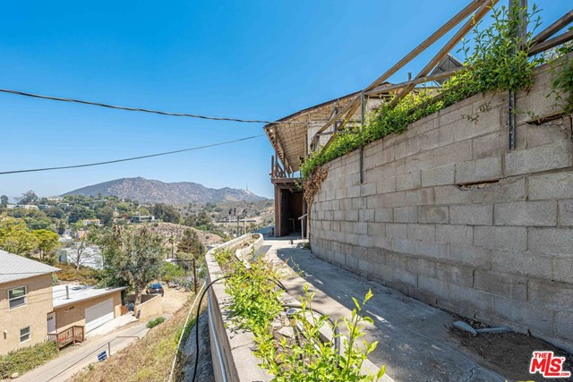 16. 6850 Cahuenga Park Trail Hollywood, CA 90068
