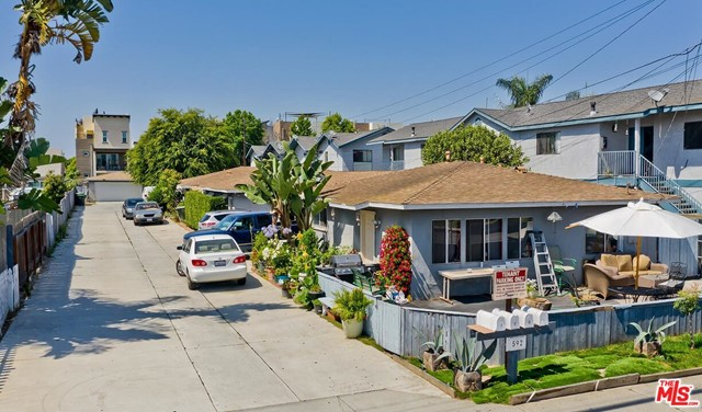 592 HAMILTON Street, Costa Mesa, CA 92627