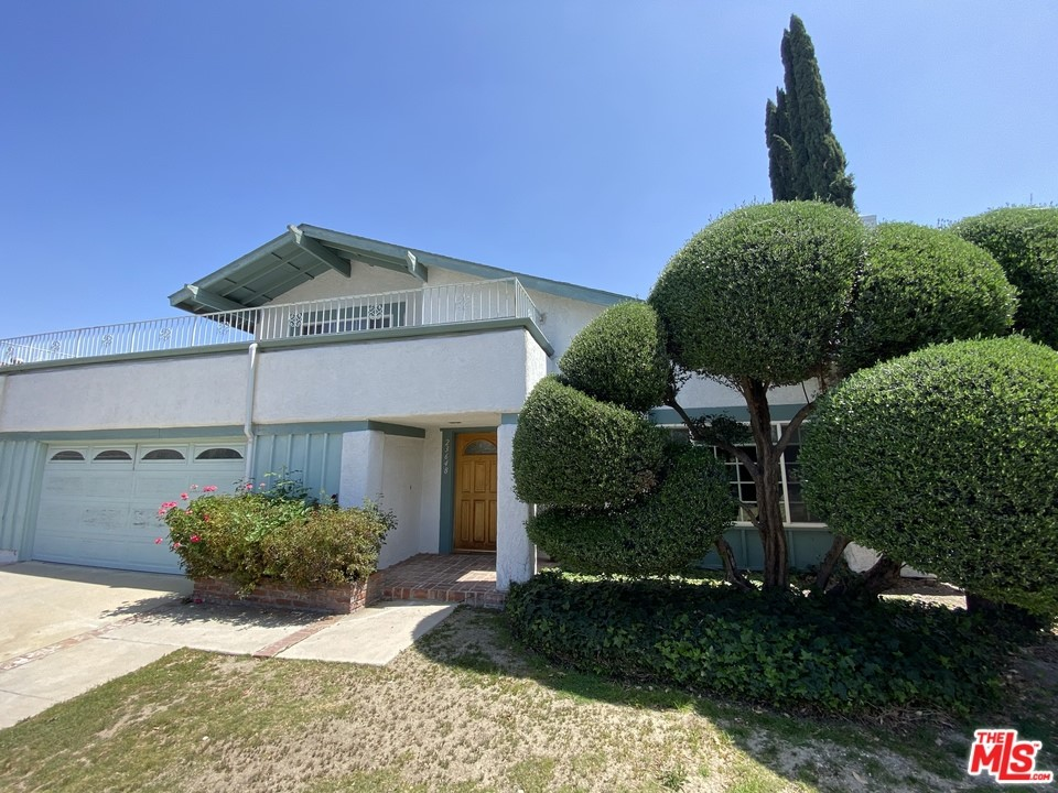 This home is being sold AS IS. No repairs will be made to the property. THIS IS A SHORT SALE AND THIS SALE OF THIS PROPERTY IS SUBJECT TO LENDERS APPROVAL. Seller, Broker and brokers agents do not represent or guarantee the accuracy of the square footage, bedroom bathroom count, lot size or lot lines, permitted or unpermitted spaces. Buyer and buyers agents are advised to independently verify the accuracy of all info and to do their own due diligence.