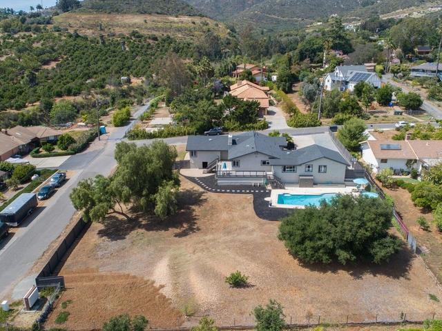 756 Valley Crest Dr, Vista, CA 92084