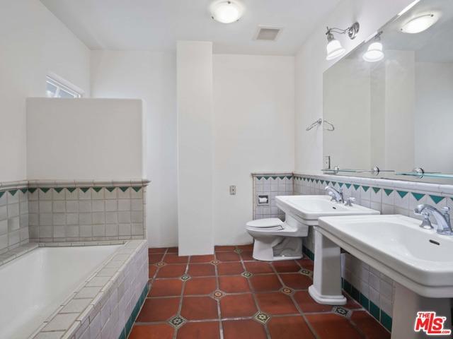 16. 1414 N Harper Avenue #16 West Hollywood, CA 90046