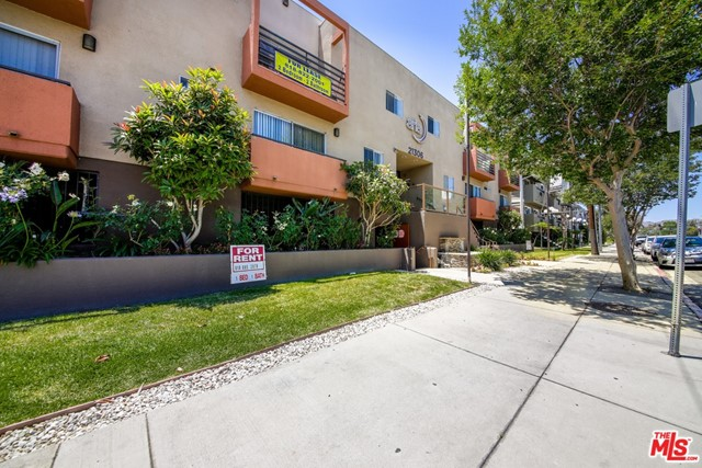 The Aria Apartments represents a rare investment opportunity to acquire a well-amenitizied 23- unit apartment community in the growing West San Fernando submarket of Canoga Park. The asset features an excellent unit mix of (7) 1+1 (15) 2+1 and (1) 3+3 units.