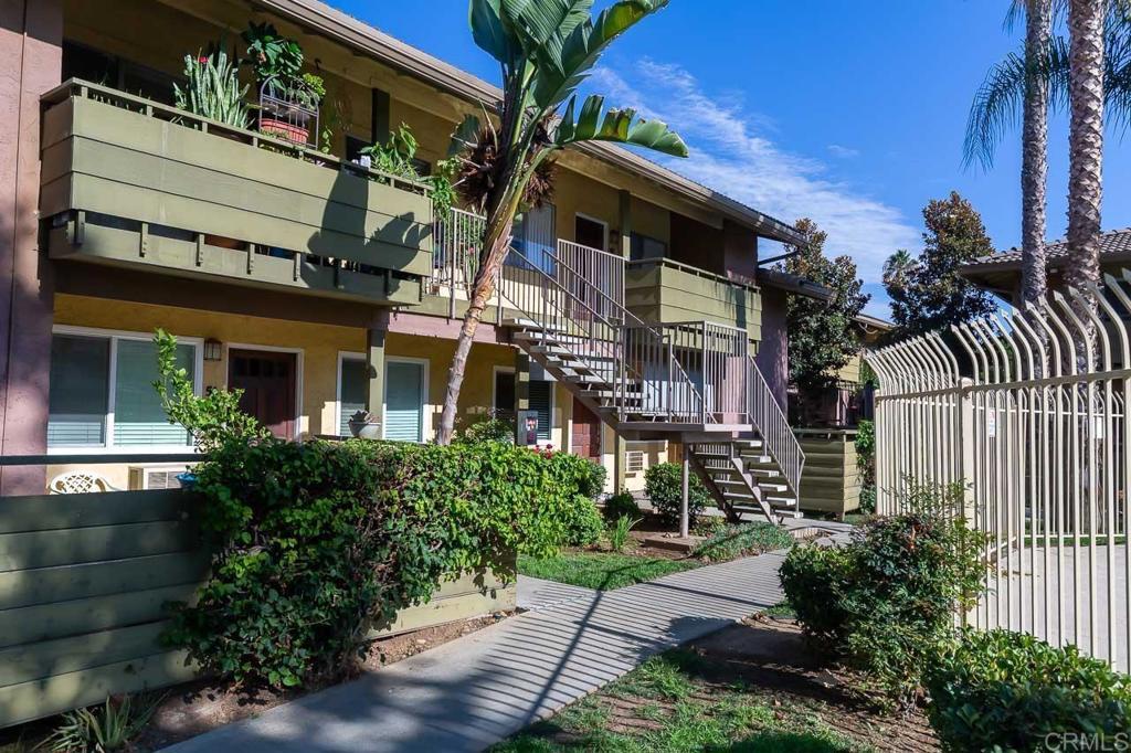 2041   E Grand Avenue   55, Escondido CA 92027