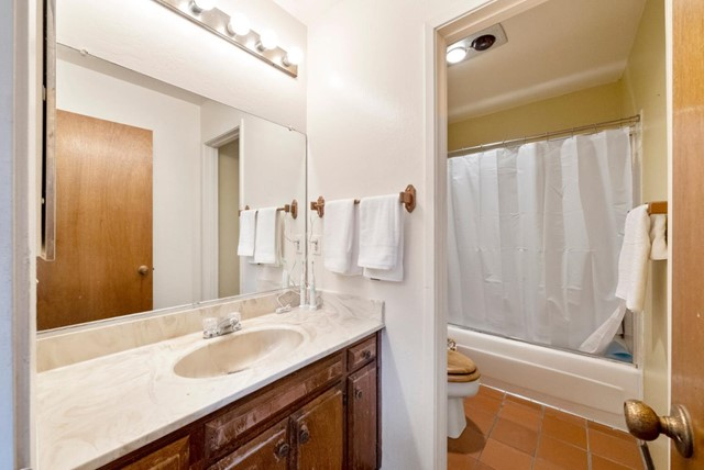 19. 2040 Middlefield Road #24 Mountain View, CA 94043